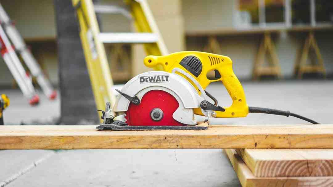 Comment devenir conducteur d'engins de chantier ?